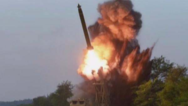 Video: Kim Čong-un kontroluje start velkého raketometu v utajené lokalitě v Severní Koreji - Sputnik Česká republika