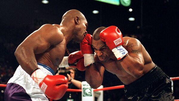 Zápas mezi Mikem Tysonem a Evanderem Holyfieldem z 28. června 1997 - Sputnik Česká republika