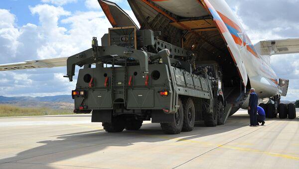 Dodávka protivzdušného raketového systému S-400 do Turecka - Sputnik Česká republika