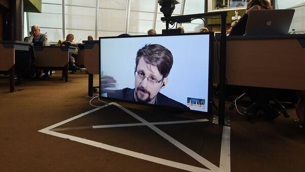 Snowden vysvětlil důvody, které ho přiměly k uveřejnění tajných materiálů zvláštních služeb - Sputnik Česká republika