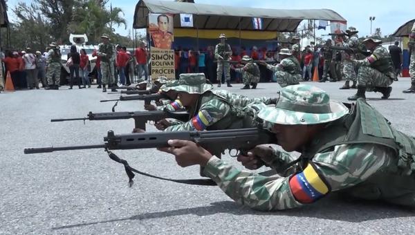 Bolívarské národní ozbrojené síly, Bolívarská národní policie a civilní obyvatelstvo uspořádaly vojenská cvičení ve Venezuele  - Sputnik Česká republika