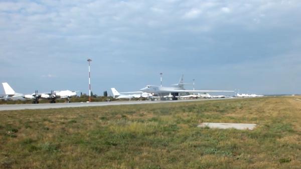 Video: Stíhací letouny pěti zemí nad Baltským mořem doprovodily dva ruské letouny Tu-160  - Sputnik Česká republika