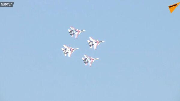 Elita tureckého letectví byla předvedena na Teknofestu - Sputnik Česká republika