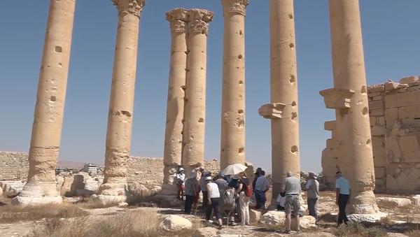 Skupina turistů navštívila syrskou Palmýru. Jsou mezi nimi i Slováci  - Sputnik Česká republika
