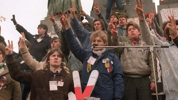 Zeman vysvětlil, proč odmítá účast na veřejných akcích k 30. výročí sametové revoluce. Prý za to může fašistická úderka - Sputnik Česká republika