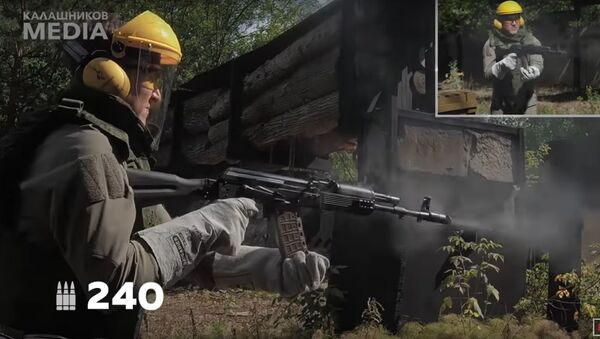 """Extrémní"" likvidaci pušky Kalašnikov natočili na video - Sputnik Česká republika"