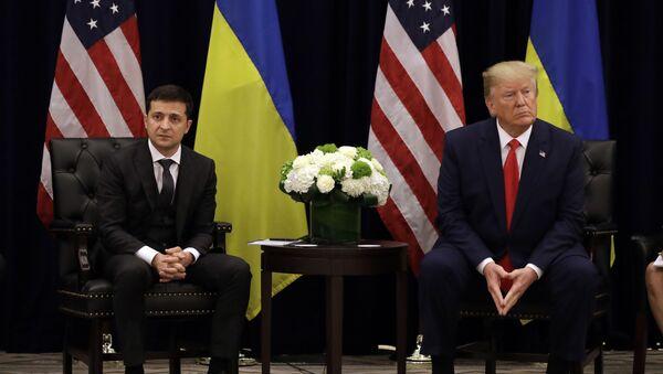 Ukrajinský prezident Volodymyr Zelenskyj a americký prezident Donald Trump v New Yorku - Sputnik Česká republika