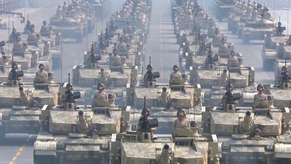 """Video: """"Nikdo na světě nedokáže otřást základy tohoto národa."""" Největší přehlídka vojenské moci ČLR v její historii - Sputnik Česká republika"""