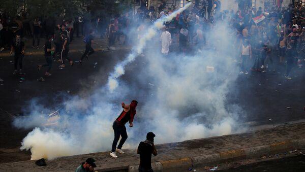 Účastníci protivládních protestů v Bagdádu (2. 10. 2019) - Sputnik Česká republika