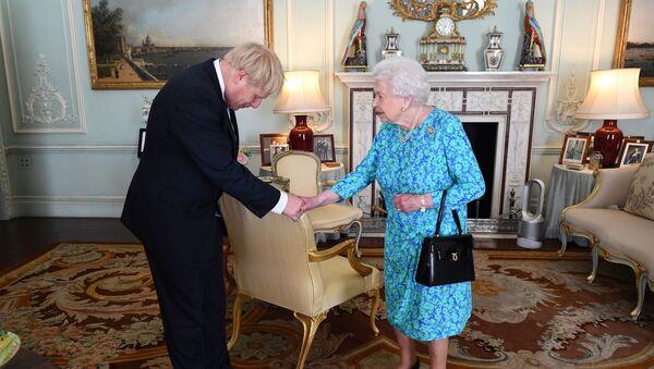 Boris Johnson a Alžběta II  - Sputnik Česká republika