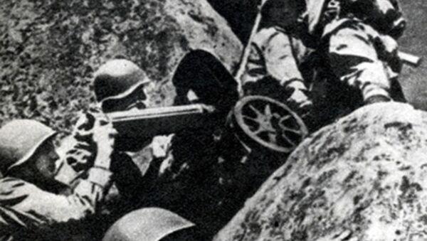 Kulometníci mění postavení. Karpatsko-dukelská operace, 1944. - Sputnik Česká republika