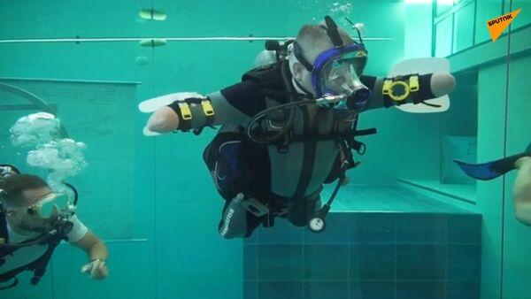 Ruský potápěč s postižením pokořil nejhlubší bazén na světě - Sputnik Česká republika