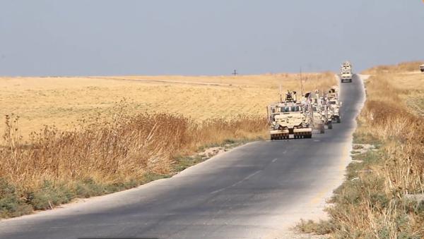 Video: První záběry stažení vojenských jednotek a vozidel USA ze Sýrie po prohlášení Bílého domu   - Sputnik Česká republika