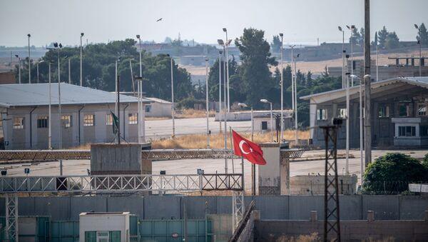 Syrská-turecká hranice u obce Tell Abiad - Sputnik Česká republika