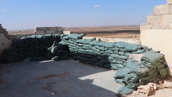 Video: Opuštěné vojenské základny USA po stažení amerických ozbrojených sil ze Sýrie - Sputnik Česká republika