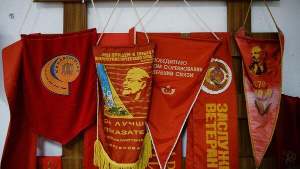 Prapory v Muzeu Vyrobeno v SSSR v Jekatěrinburgu, Rusko - Sputnik Česká republika