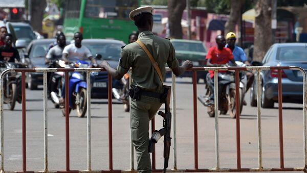 Policista v Burkina Faso - Sputnik Česká republika
