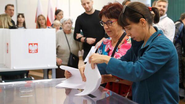 Volební místnost v Polsku - Sputnik Česká republika