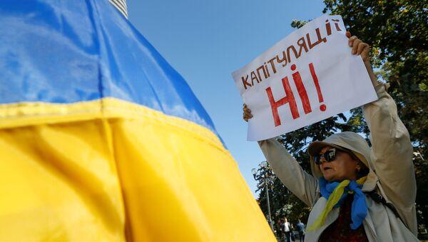 Žena na mítinku proti schválení Steinmeierovy formule - Sputnik Česká republika