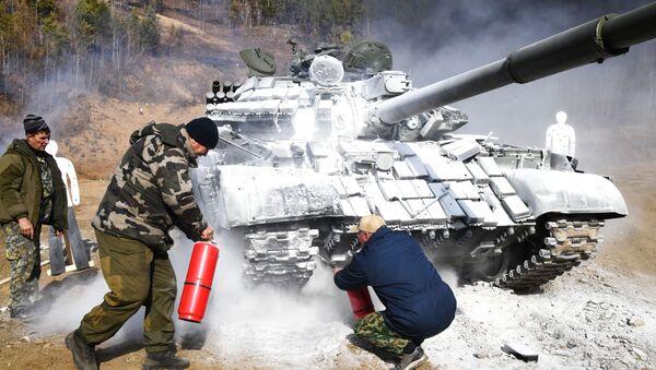 Rozlouskl ho jako oříšek. Nové ruské obrněné průzkumné vozidlo pěchoty zlikvidovalo tank T-72 - Sputnik Česká republika