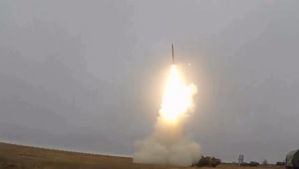 Video: Rusko předvedlo svůj Triumf S-400. Vojenské cvičení zbraně, kterou Velká Británie považuje za nejnebezpečnější - Sputnik Česká republika