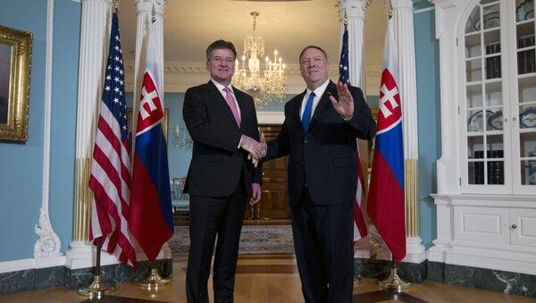 Slovenský ministr zahraničí Miroslav Lajčák a ministr zahraničí USA Mike Pompeo - Sputnik Česká republika