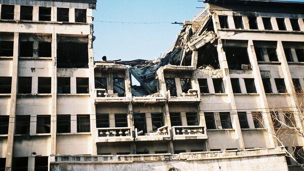 Zničená budova v Bělehradu po bombardování NATO - Sputnik Česká republika