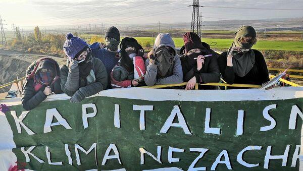 Protiuhelní aktivisté ve Vršanech protestují již třetí den - Sputnik Česká republika