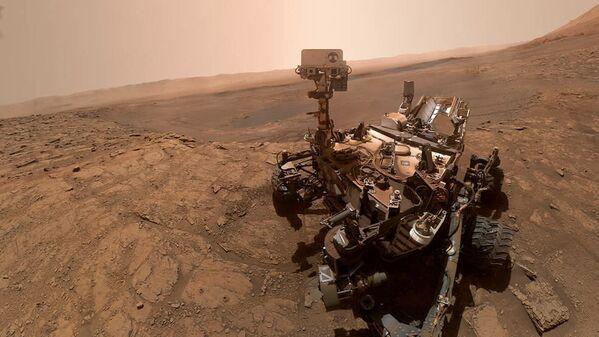 Selfie sondy Curiosity na Marsu. - Sputnik Česká republika
