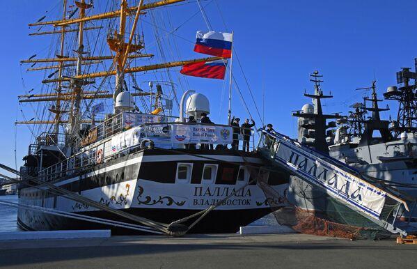 Loučení s plachetnicí Pallada, která se vydává na cestu kolem světa. - Sputnik Česká republika