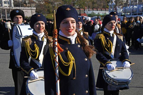 Bubenice během slavnostního loučení s plachetnicí Pallada, která se vydává na cestu kolem světa. - Sputnik Česká republika