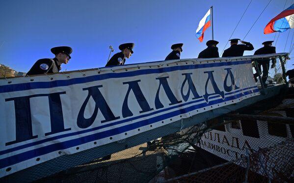 Posádka plachetnice Pallada, která se vydává na cestu kolem světa. - Sputnik Česká republika