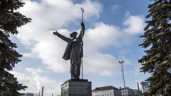 Památník Sláva práci hutníků ve městě Alčevsk - Sputnik Česká republika