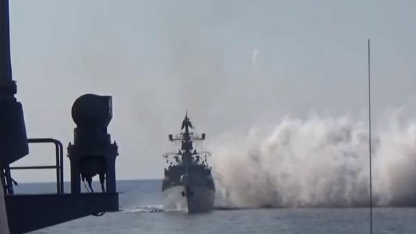 Bylo zveřejněno video ze společného cvičení námořnictva a Vzdušně-kosmických sil Ruské federace - Sputnik Česká republika