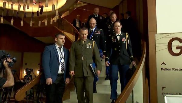 Vysoce postavení činovníci NATO a světové vojenské velení byli evakuováni z konference o obraně a bezpečnosti - Sputnik Česká republika