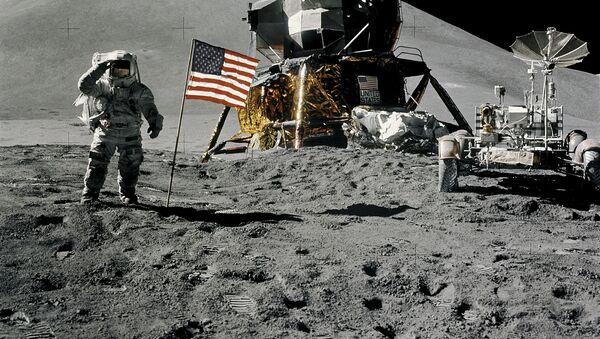 Astronaut James Irwin na Měsíci - Sputnik Česká republika