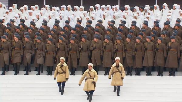 Video: Britové jsou nadšení, jak v Rusku na Rudém náměstí zopakovali vojenský pochod z roku 1941. Nejpůsobivější záběry  - Sputnik Česká republika