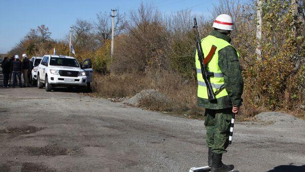 Pozorovatelé OBSE u obce Petrovske v Donbasu - Sputnik Česká republika