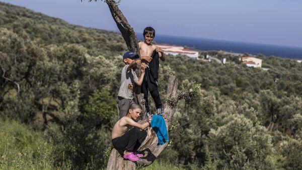 Děti v uprchlickém táboře Moria na ostrově Lesbos v Řecku - Sputnik Česká republika
