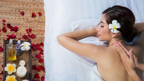 Dívka relaxuje ve spa salonu - Sputnik Česká republika