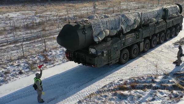 V Rusku předvedli nejnovější speciální techniku pro mezikontinentální  balistickou raketu Jars - Sputnik Česká republika