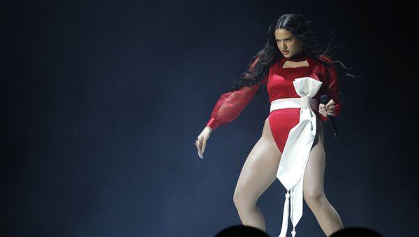 Zpěvačka Rosalia vystupuje na 20. ceremonii Latin Grammy Awards - Sputnik Česká republika