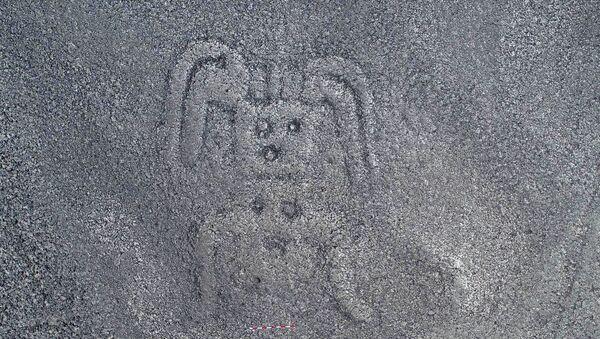 """Kresba záhadné """"obludy"""" na náhorní planině Nazca v Peru - Sputnik Česká republika"""
