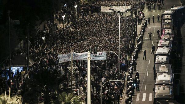 V neděli se v Athénách konaly protiamerické demonstrace - Sputnik Česká republika