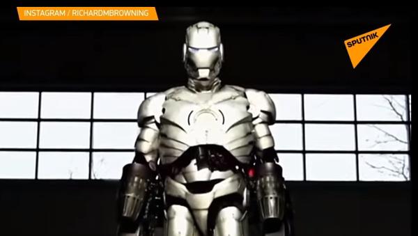 Iron Man existuje. Britský vynálezce vytvořil nový rekord v létajícím obleku s reaktivními motory - Sputnik Česká republika