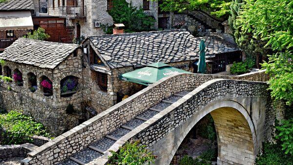 Вид на мост Crooked Bridge в Мостаре, Босния и Герцеговина - Sputnik Česká republika
