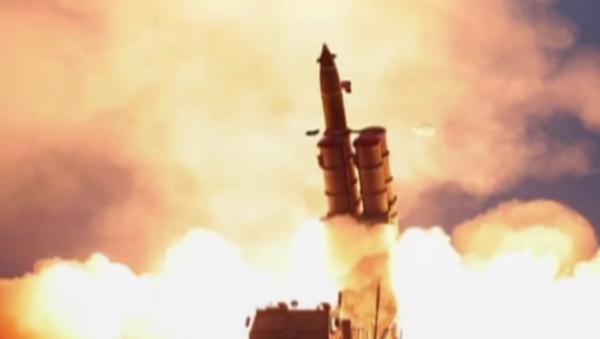 """Video: KLDR provedla test raketometu velké ráže.  Kim Čong-un a """"velká spokojenost"""" - Sputnik Česká republika"""