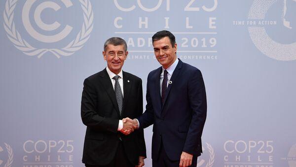 Český premiér Andrej Babis a španělský premiér Pedro Sanchez na summitu OSN v Madridu - Sputnik Česká republika
