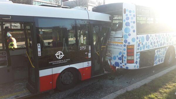 Nehoda dvou autobusů v Praze - Sputnik Česká republika