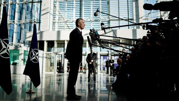 Generální tajemník NATO Jens Stoltenberg na tiskové konferenci před ministerskými rozhovory v Bruselu - Sputnik Česká republika
